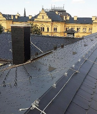 Elektrický systém proti holubům